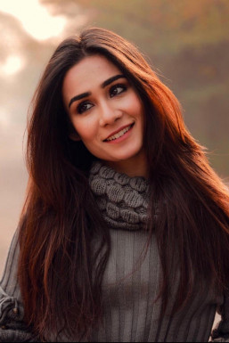 Dazzlerr - Nikkita Chhibber Model Delhi