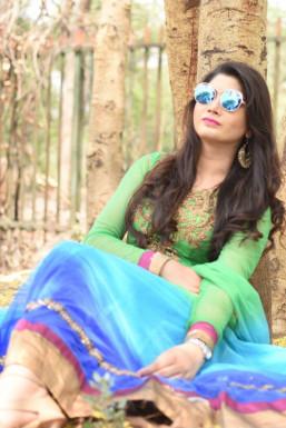 Dazzlerr - Ayushi Dwivedi Model Delhi