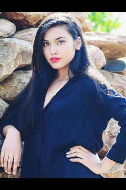 Dazzlerr - Akansha Pardeshi Model Bhopal