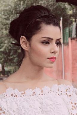 Dazzlerr - Gushleen Kaur Model Delhi