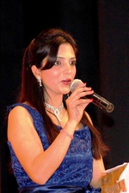 Priti Rana - Anchor in Chandigarh | www.dazzlerr.com