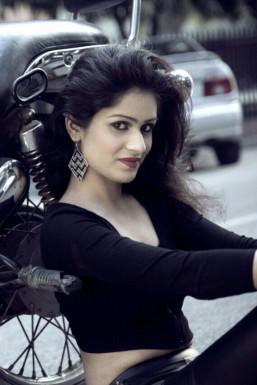 Dazzlerr - Savi Chaudhary Model Delhi
