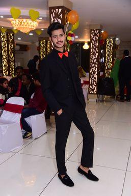 Monish Yadav - Actor in Bhopal   www.dazzlerr.com