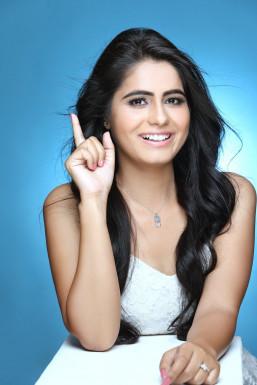 Dazzlerr - Nidhi Mishra Model Delhi