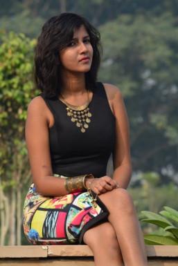 Dazzlerr - Shubhi Kumar Model Delhi
