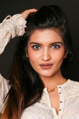 Dazzlerr - Mansi Gupta Model Delhi
