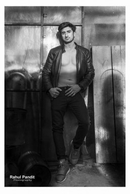 Dazzlerr - Rahul Dhiman Model Delhi