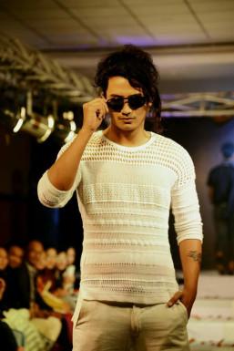 Dazzlerr - Agu Model Delhi