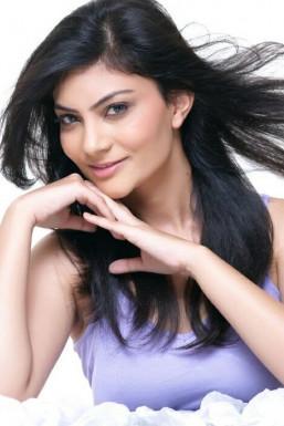Dazzlerr - Arushi Tyagi Model Delhi