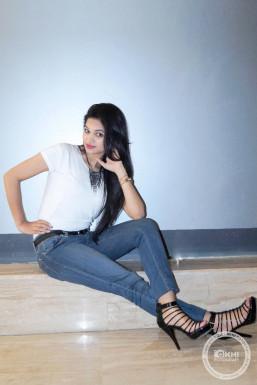 Dazzlerr - Aaro Model Delhi