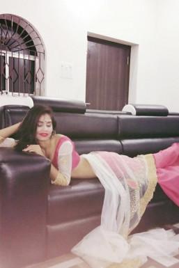 Dazzlerr - Puja Pandey Model Delhi