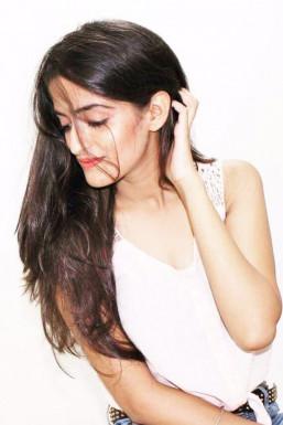 Dazzlerr - Aradhya Model Delhi