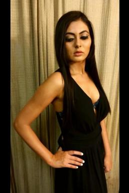 Neha Roy - Model in Delhi   www.dazzlerr.com
