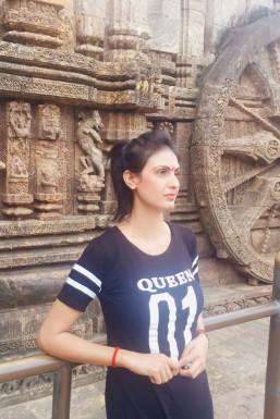 Dazzlerr - Shona Sharma Model Delhi