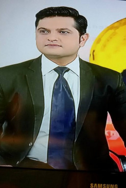 Akshay Bidua Anchor Delhi