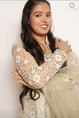 Raisa Khan - Actor in Mumbai | www.dazzlerr.com
