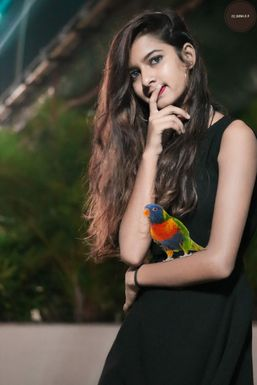 Sreya - Model in Silvassa | www.dazzlerr.com