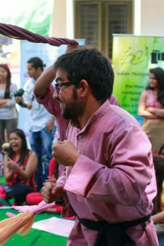 Raghav Jhamb - Anchor in Delhi | www.dazzlerr.com