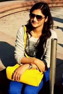 Dazzlerr - Ayushi Bindal Anchor Delhi