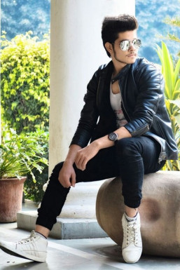 Dazzlerr - Yuvansh Saraswat Model Delhi