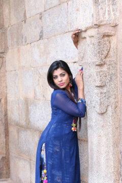 Pooja - Model in Delhi | www.dazzlerr.com