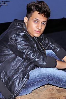 Dazzlerr - Akshay Matheriya Model Delhi
