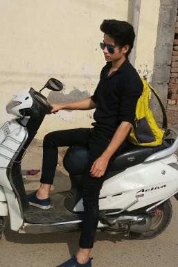 Aijaz Saifi - Model in Delhi   www.dazzlerr.com