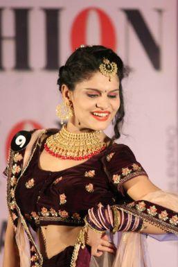 Neha Jha - Model in New Delhi | www.dazzlerr.com