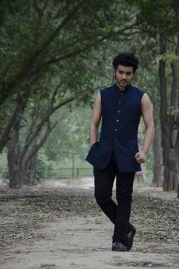 Dazzlerr - Vaibhav Syunari Model Delhi