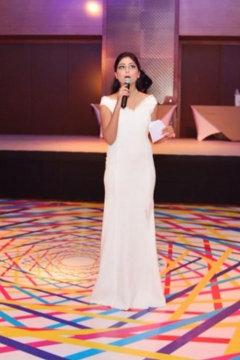 Divya Malik - Anchor in Delhi | www.dazzlerr.com