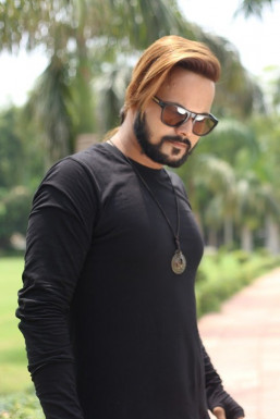 Dazzlerr - Bharat Saini Model Delhi