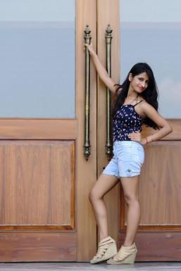 Dazzlerr - Sangita Roy Model Delhi