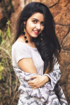 Somya Singh - Model in Delhi   www.dazzlerr.com