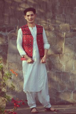 Kamran Abid - Model in -Select- | www.dazzlerr.com