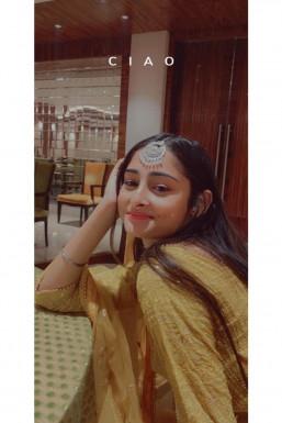 Naikita - Photographer in Delhi | www.dazzlerr.com