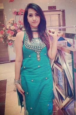 Dazzlerr - Yuvika Arora Model Delhi
