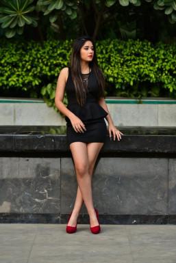 Dazzlerr - Sonakshi Gupta Model Delhi