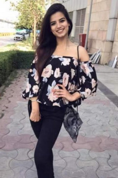 Harleen Kaur - Model in Delhi   www.dazzlerr.com