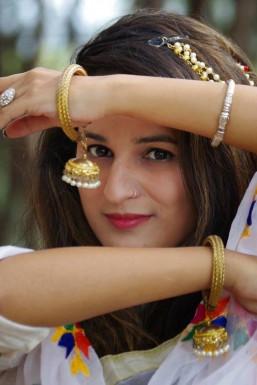 Abha Chaudhary Model Kangra
