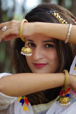 Dazzlerr - Abha Chaudhary Model Kangra