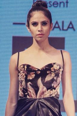 Dazzlerr - Komal Kalra Pagarani Model Mumbai
