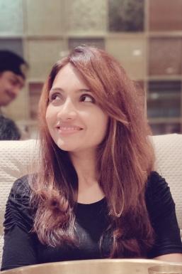 Dazzlerr - Zoya Khan Model Mumbai