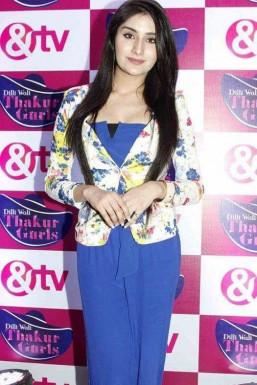 Monica Sharma - Model in Mumbai | www.dazzlerr.com