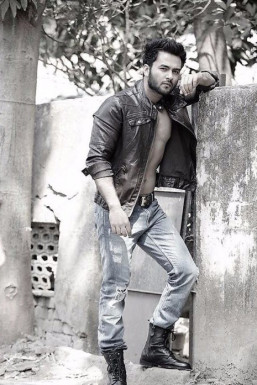 Dazzlerr - Vivek Singh Model Delhi