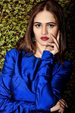 Dazzlerr - Deepti Pandey Model Mumbai