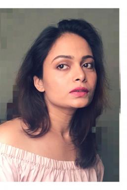 Dazzlerr - Shweta Bisen Model Mumbai