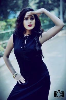 Dazzlerr - Farah Khan Model Mumbai