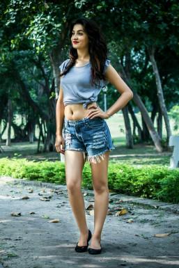 Dazzlerr - Deepa Thakur Model Mumbai