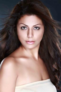 Dazzlerr - Shirin Model Mumbai