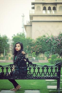 Dazzlerr - Lisha Bajaj Model Mumbai